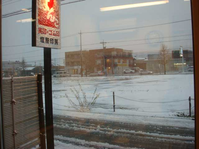店内からの雪景色